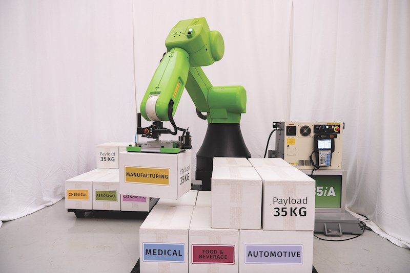 fanuc cobot being used for palletizing