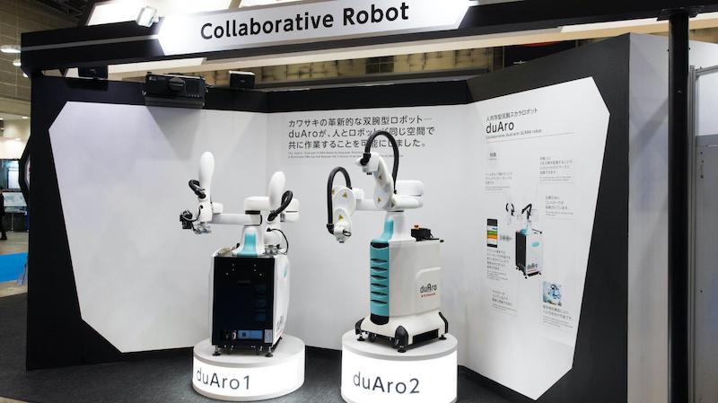 The duAro1 and duAro2 cobots from Kawasaki Robotics