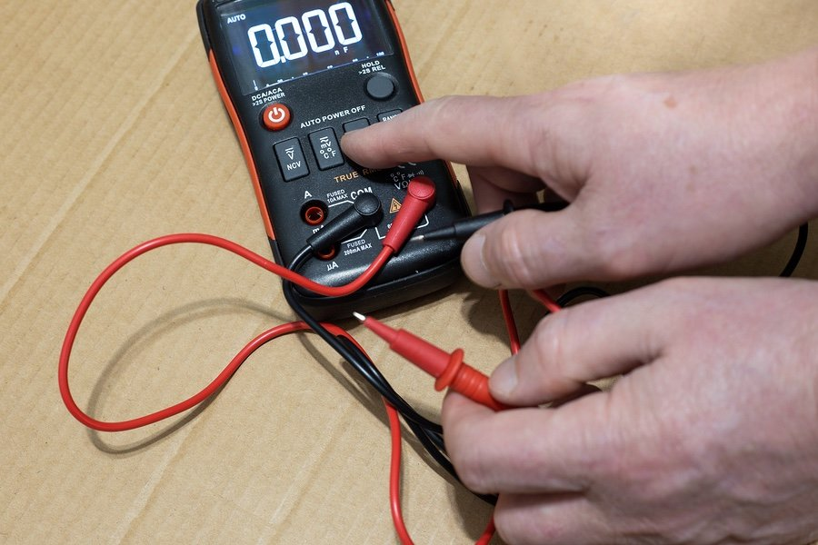 measuring current using a multimeter
