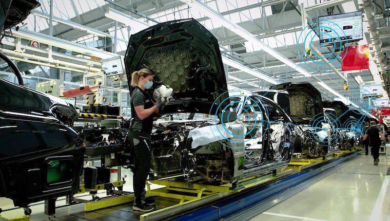 Mercedes-Benz digital production line
